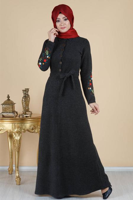 Kolları Nakışlı Düğme Detaylı Tesettür Elbise