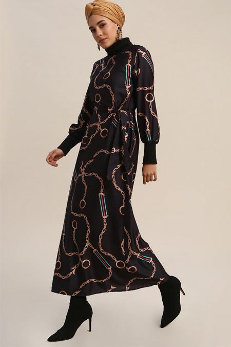 Refka Siyah Boğazlı Yaka Desenli Elbise