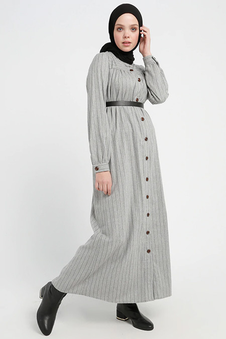 Beha Tesettür Açık Gri Düğme Detaylı Çizgili Elbise