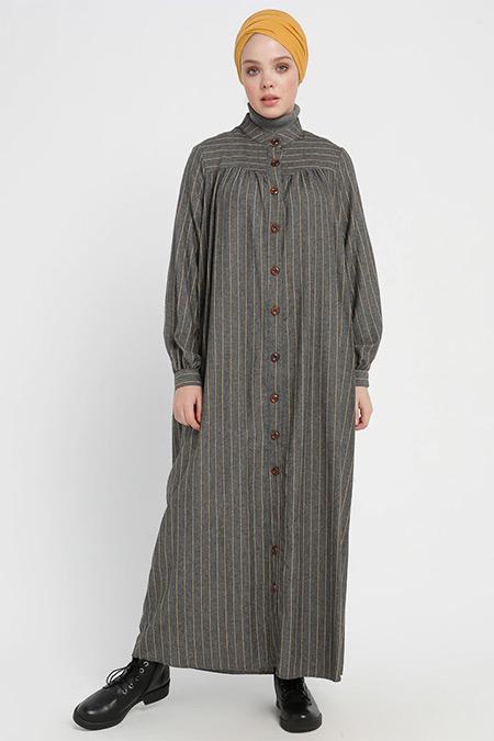 Beha Tesettür Gri Düğme Detaylı Çizgili Elbise