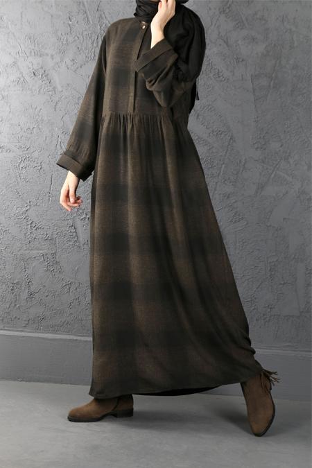 Esra Keskin Demir Haki Büzgü Detaylı Kareli Elbise