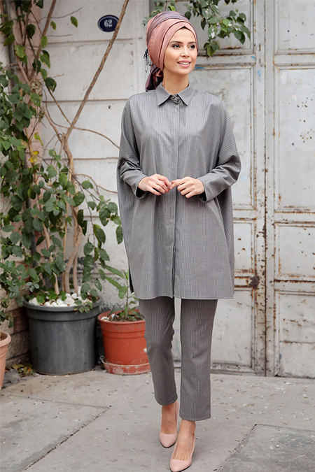 Gamze Özkul Gri Pudra Çizgili Tunik & Pantolon İkili Takım