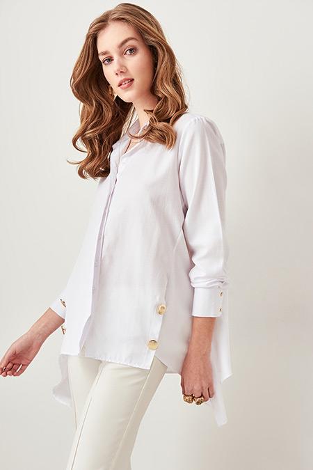 TRENDYOLMİLLA Beyaz Düğme Detaylı Gömlek