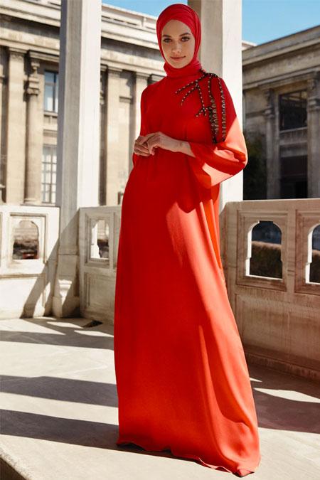 Nihan Peker Mercan Taş İşlemeli Dökümlü Elbise