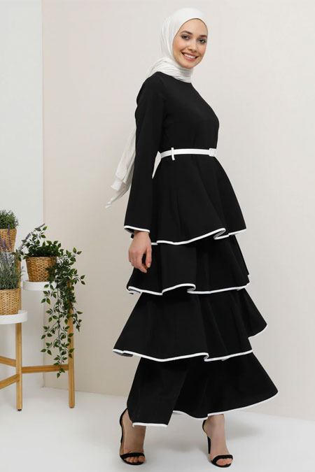 Tavin Siyah Kemer Detaylı Volanlı Kat Kat Elbise
