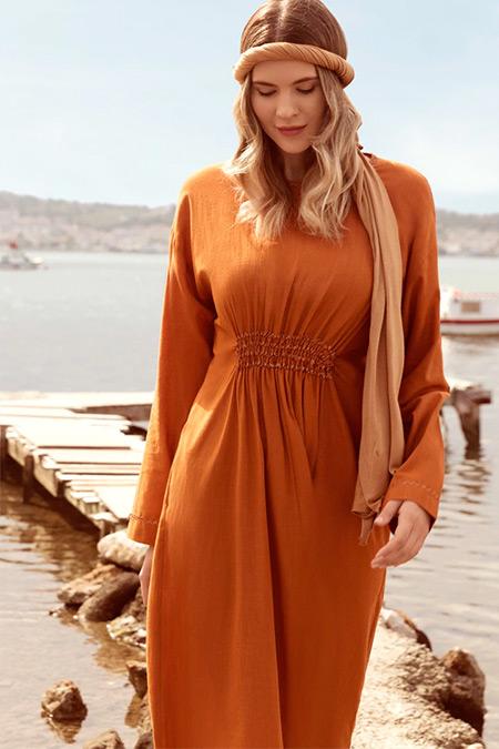 Alia Tarçın Doğal Kumaşlı Beli Büzgülü Elbise