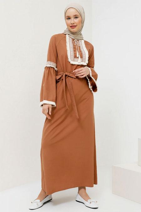 Benin Tarçın Nakışlı Püskül Detaylı Elbise