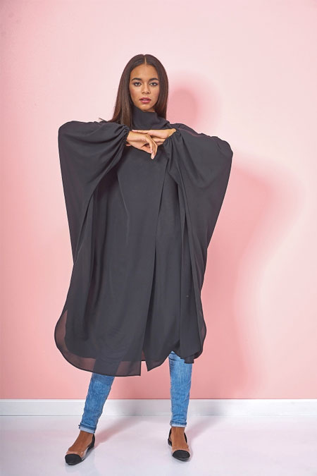 Eda Atalay Siyah Fular Detaylı Ferace Tunik