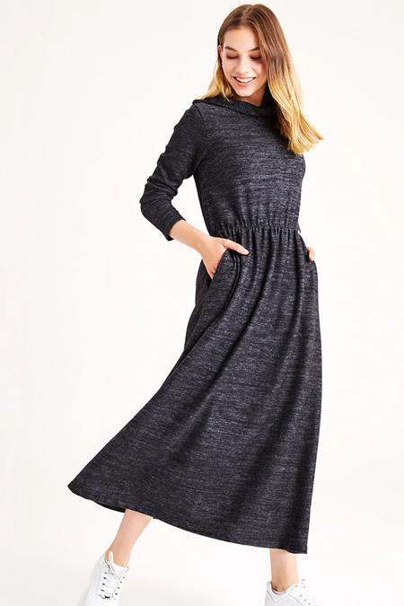 Muni Muni Siyah Kapüşonlu Triko Elbise