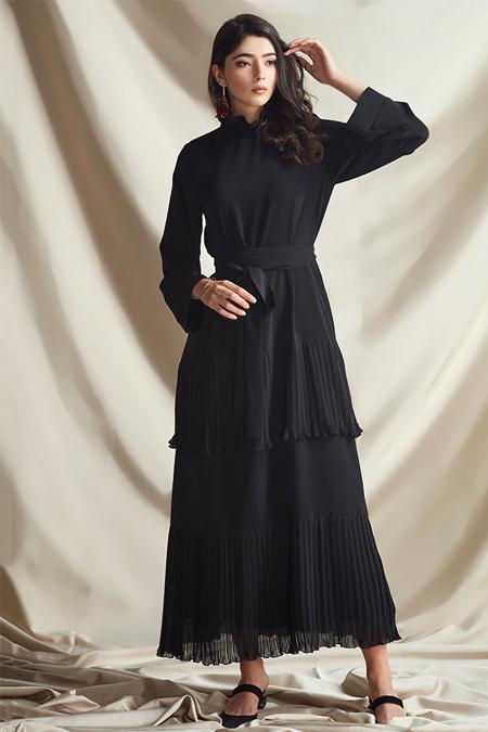 Nurbanu Kural Siyah Pliseli Elbise