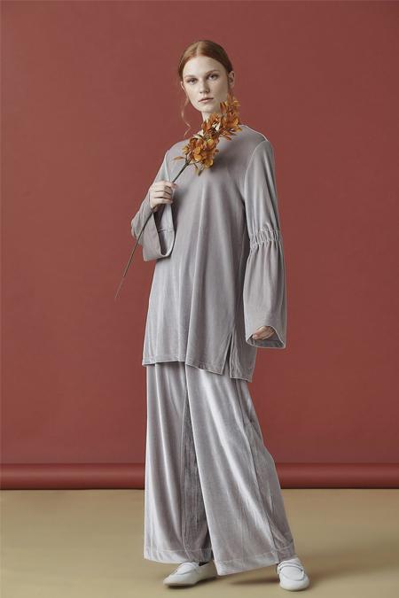 Arzen Gri Bol ve Büzgülü Kadife Elbise