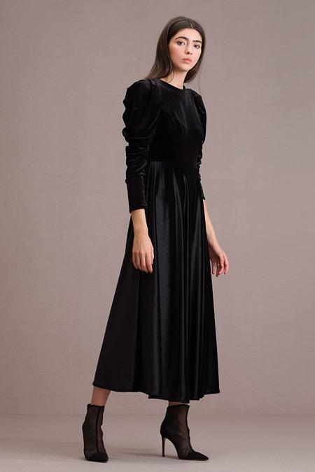 Eda Atalay Siyah Kadife Elbise