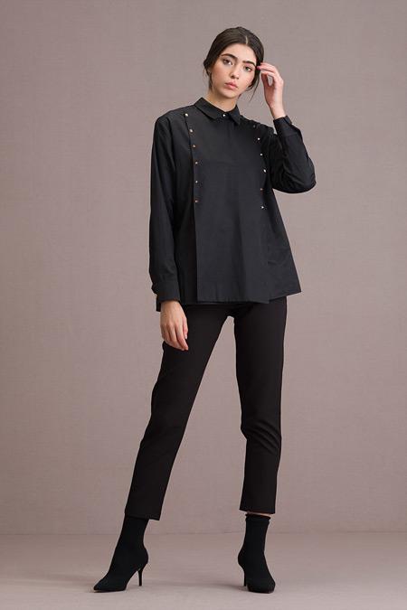 Eda Atalay Piramit Zımba Detaylı Siyah Gömlek