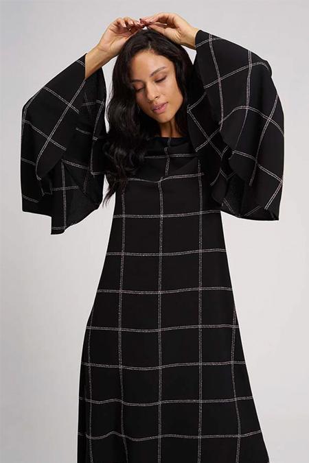 Mizalle Siyah Kolları Volanlı Ekose Elbise