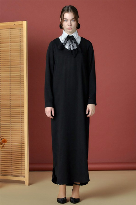 Arzen Siyah Yaka Aksesuarlı Elbise