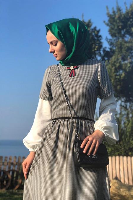 Kübra Biriktir Açık Gri Kazayağı Elbise