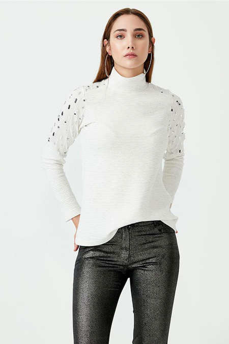 Seçil Pul Detaylı Dik Yaka Bluz