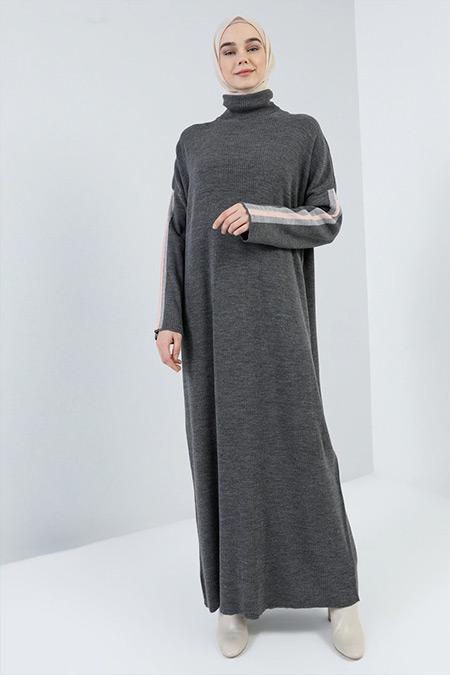 Benin Antrasit Boğazlı Yaka Triko Elbise