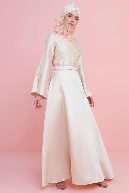 Nihan Peker Gold Kolları Brit Detaylı Kemerli Abiye Elbise