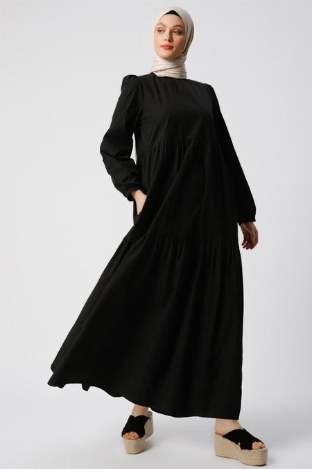 Refka Siyah Doğal Kumaşlı Cep Detaylı Elbise