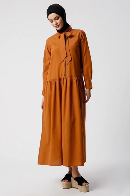 Refka Taba Yaka Detaylı Gizli Düğmeli Elbise