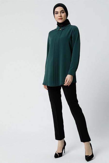 Refka Zümrüt Yakası Aksesuar Detaylı Bluz