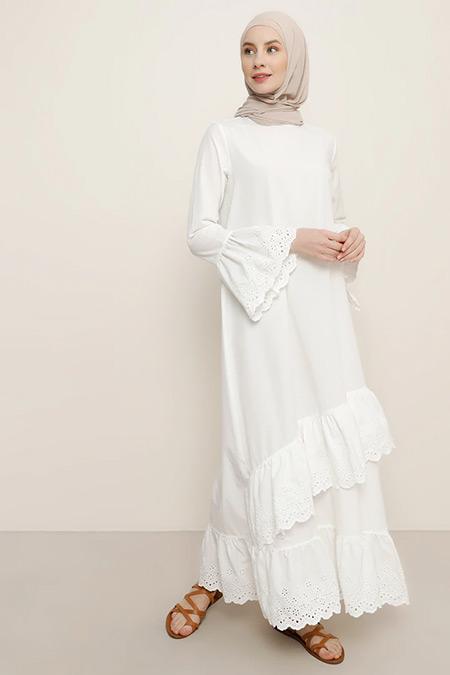 Benin Beyaz Volan Detaylı Elbise