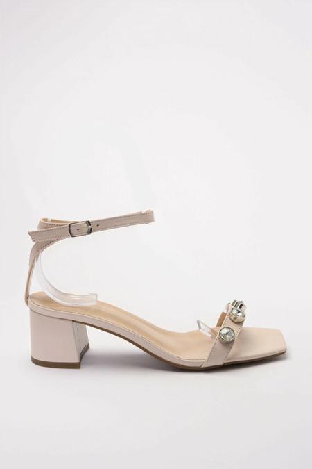 Trendyolmilla Hakiki Deri Bej Taş Detaylı Ayakkabı