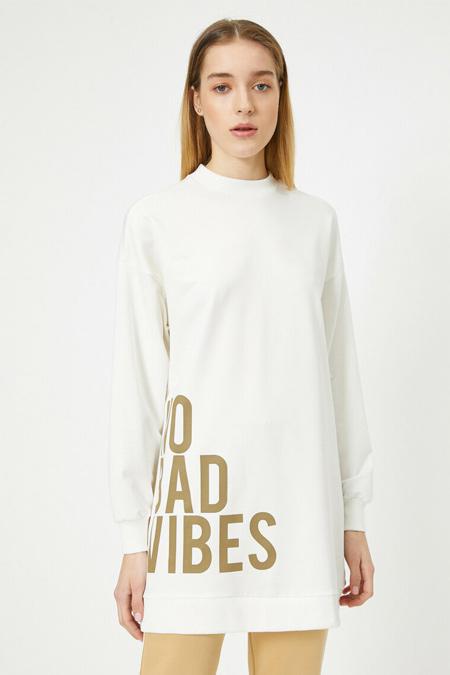 Koton Ekru Yüksek Yaka Uzun Kollu Yazılı Baskılı Sweatshirt