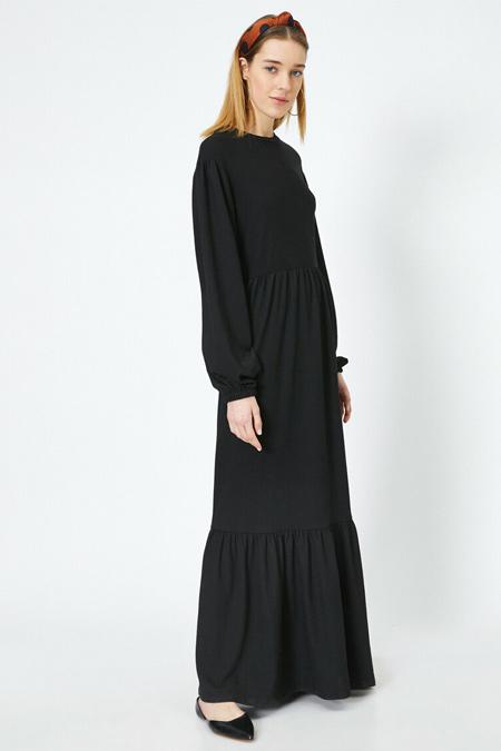 Koton Siyah Kolları Büzgülü Volan Detaylı Uzun Elbise