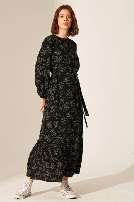 LC Waikiki Siyah Kuşaklı Desenli Uzun Viskon Elbise