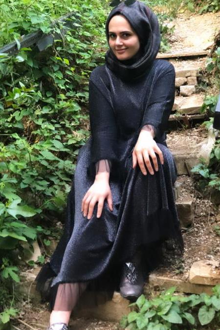 Medinemce Siyah Fırfırlı Elbise