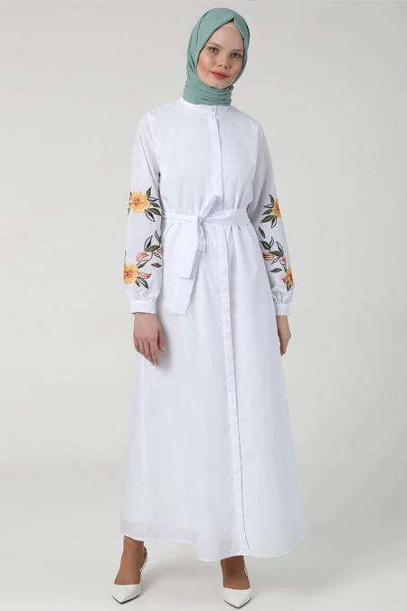 Refka Beyaz Boydan Gizli Düğmeli Nakış Detaylı Elbise