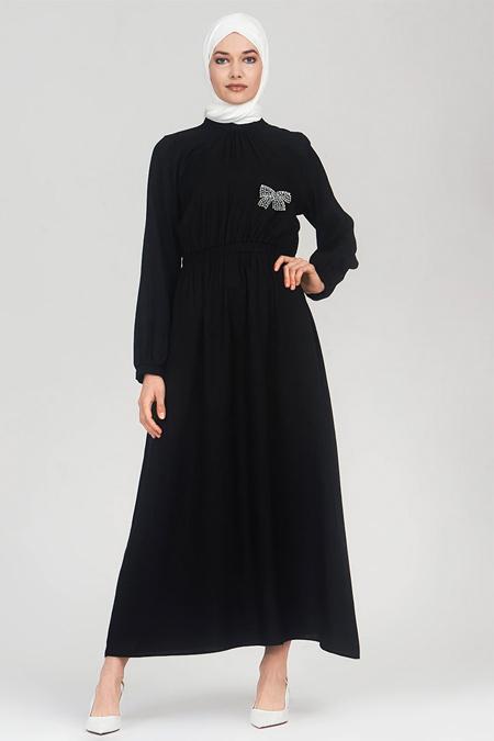Refka Siyah Yakası Taş Detaylı Elbise