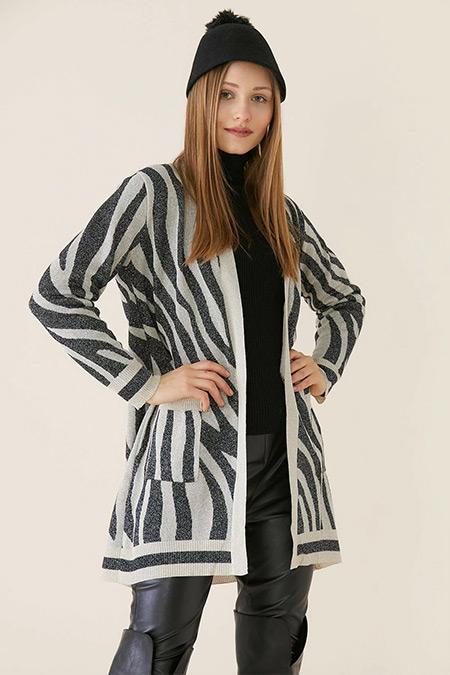 Tığ Triko Bej Siyah Zebra Desenli Hırka