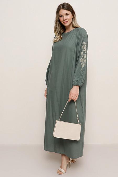 Alia Petrol Doğal Kumaşlı Nakış Detaylı Elbise