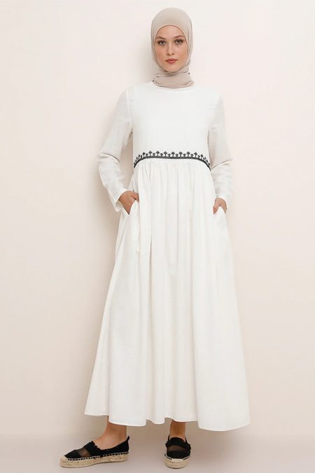 Refka Beyaz Doğal Kumaşlı Nakış Detaylı Elbise