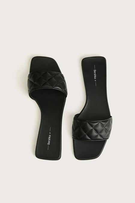 Bershka Siyah Düz Yastıklı Sandalet