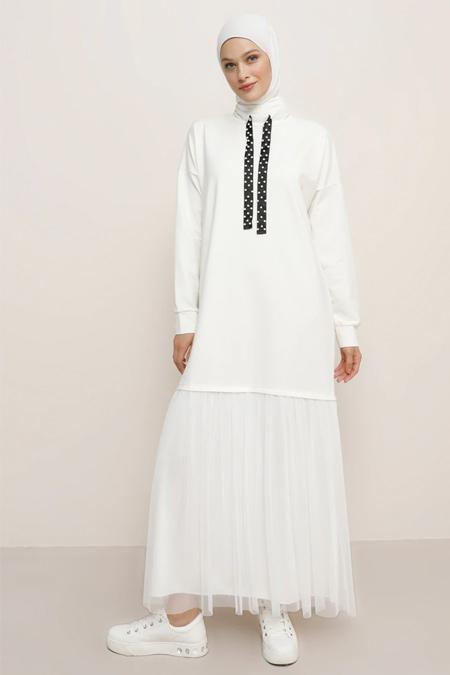 Refka Ekru Yakası Boncuk Detaylı Tüllü Elbise