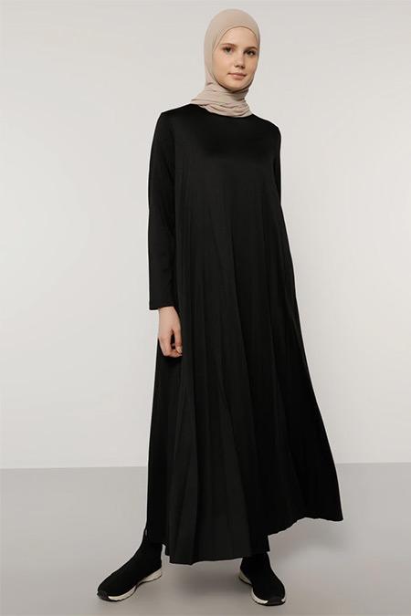 Benin Siyah Piliseli Elbise