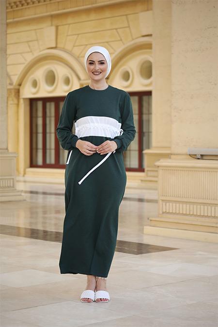 Elizamoda Zümrüt Şerit Detaylı Bel Büzgülü Tesettür Elbise