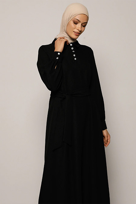 Refka Siyah Taşlı Düğme Detaylı Kuşaklı Elbise