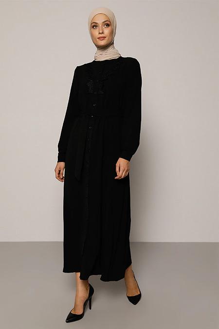 Refka Siyah Yakası Güpür Detaylı Kuşaklı Elbise
