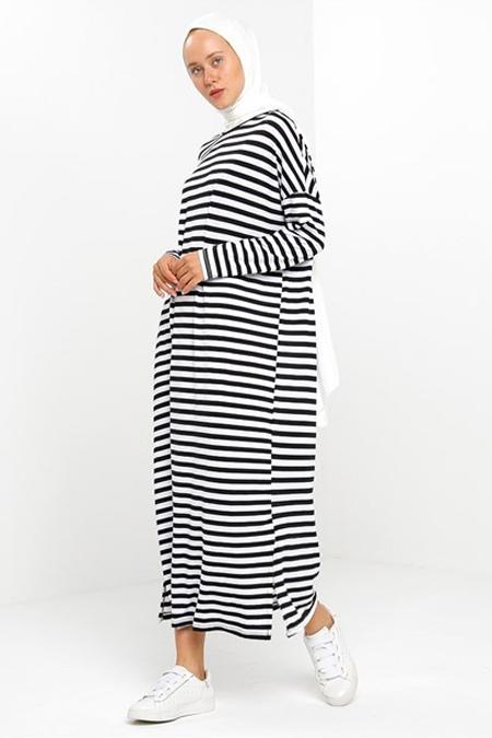Suem Siyah Çizgili Yırtmaçlı Elbise