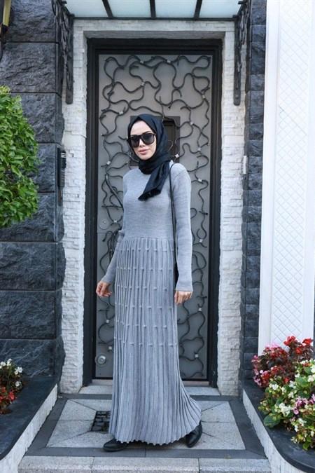Neways Gri Eteği Desenli Triko Elbise