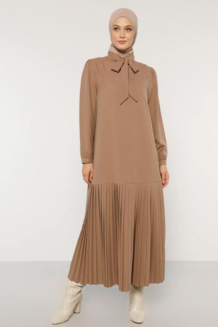 Refka Camel Yakası Bağlamalı Piliseli Elbise