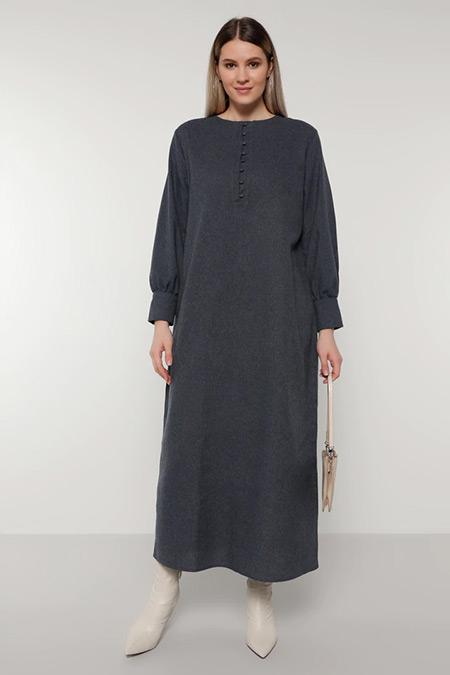 Alia Lacivert Doğal Kumaşlı Brit Detaylı Elbise
