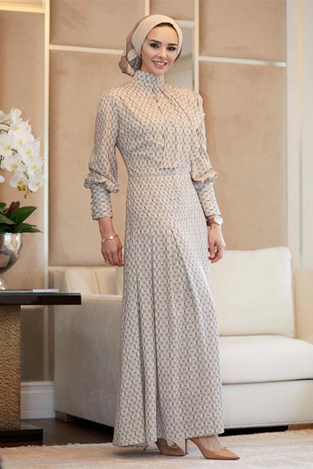 Rohs Fashion Bej Fularlı Yandan Pileli Desenli Elbise