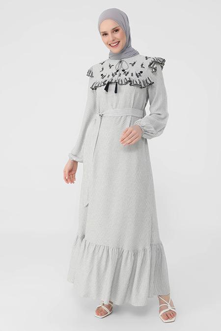 Refka Lacivert Nakış Ve Fırfır Detaylı Kendi Kumaşından Kemerli Çizgili Elbise