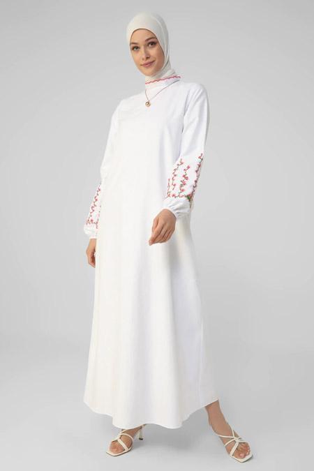 Refka Off White Kolları Nakış Detaylı Elbise